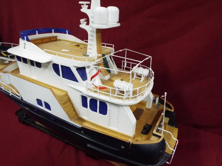 A 'Grand Banks' radio controlled luxury model yacht. - Image 3 of 7