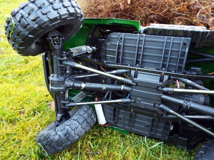 Axial - R/C rock crawler SCX10 II UMG10 1/10 Scale Elec 4WD made from Kit C-AXI90075 with twin axle - Image 7 of 10
