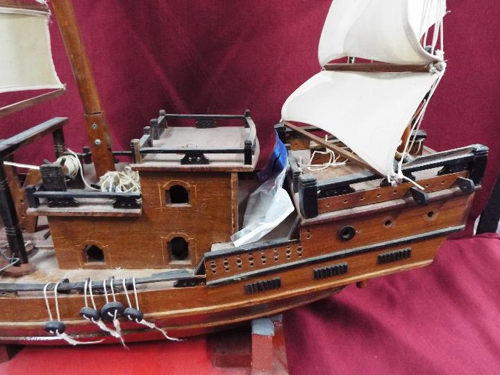 A static wooden model of a Chinese Junk. - Image 4 of 5