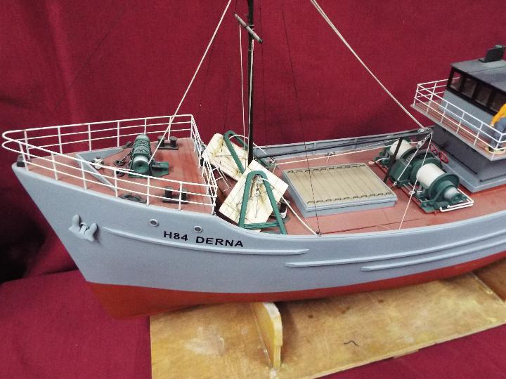 A large WW2 radio controlled fishing trawler 'H84 Dorna'. - Image 5 of 6