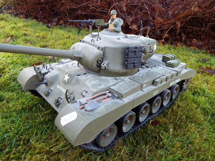 Heng Long - M26 Pershing 1:16 scale tank. This model has a forward and reverse drive. - Image 3 of 9
