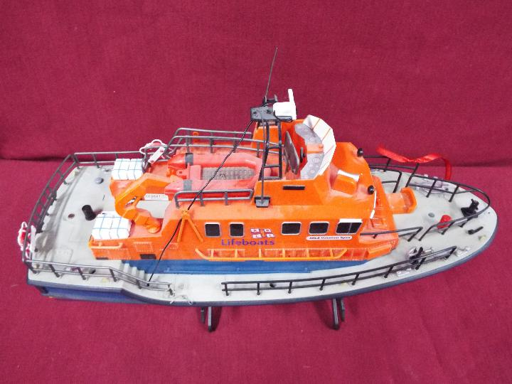A remote controlled Severn Class Lifeboat. - Image 5 of 5