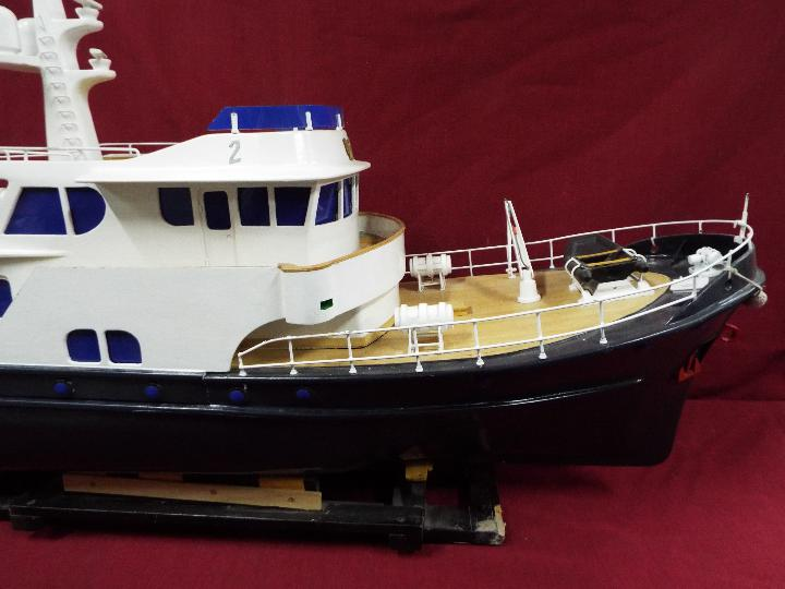 A 'Grand Banks' radio controlled luxury model yacht. - Image 5 of 7