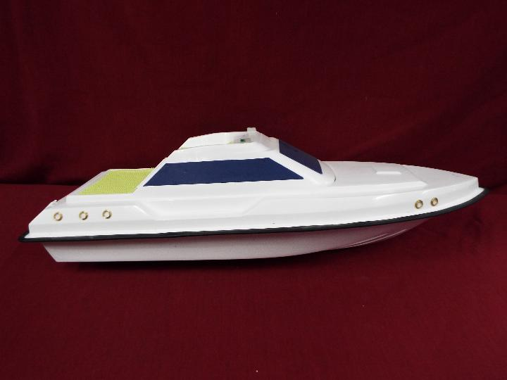 A fibreglass model of a luxury yacht. - Image 4 of 4