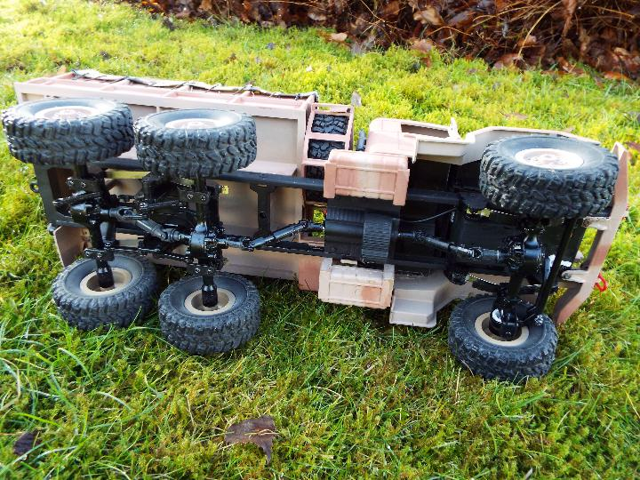 An RC controlled military truck with power bank and flashing lights. - Image 6 of 8