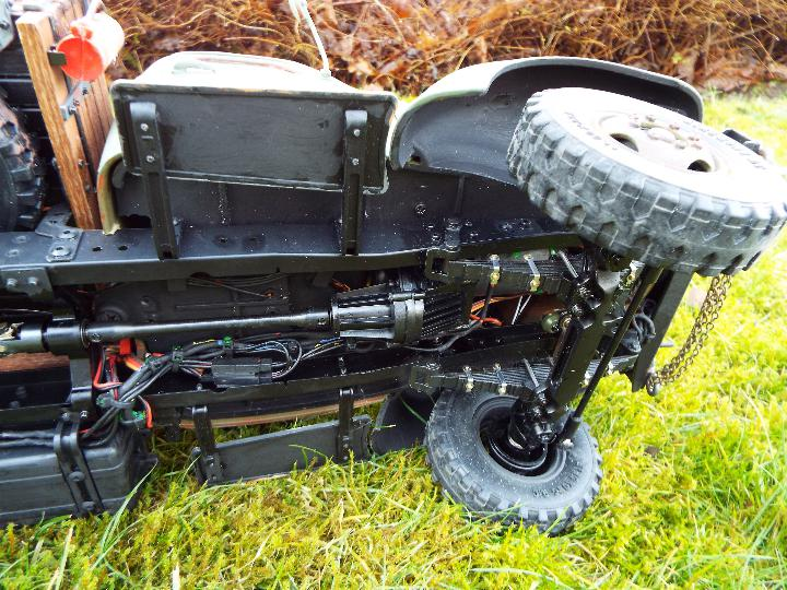 King Kong - RC CA10 1/12 scale tractor truck model was originally based on the American - Image 6 of 9