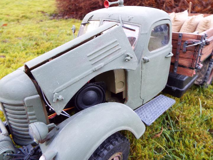 King Kong - RC CA10 1/12 scale tractor truck model was originally based on the American - Image 8 of 9