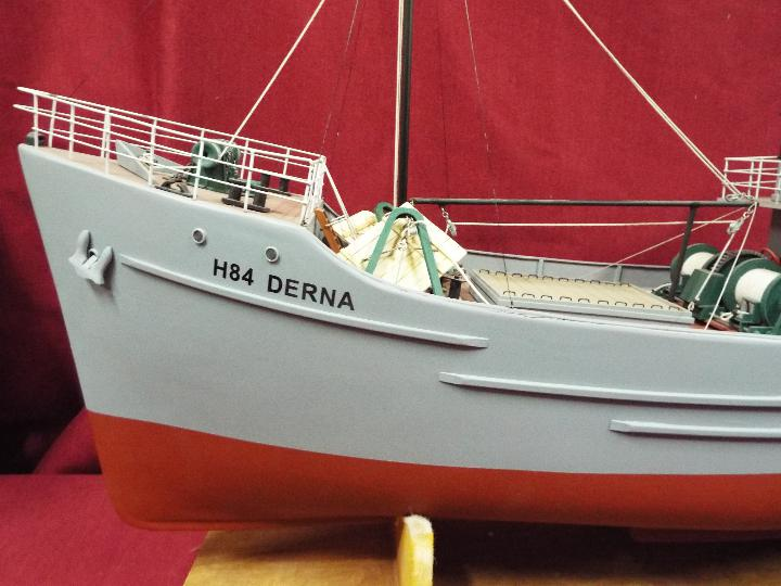 A large WW2 radio controlled fishing trawler 'H84 Dorna'. - Image 2 of 6