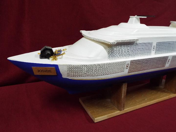 A large plastic model of a cruise ship 'Joshie'. - Image 2 of 4