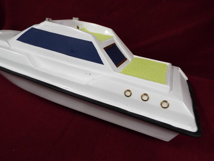 A fibreglass model of a luxury yacht. - Image 3 of 4