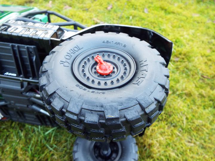 Axial - R/C rock crawler SCX10 II UMG10 1/10 Scale Elec 4WD made from Kit C-AXI90075 with twin axle - Image 9 of 10