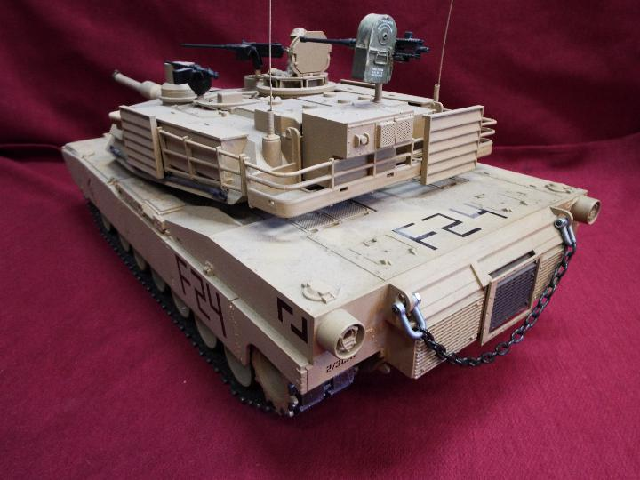 Heng Long - Abrams 1/16 scale M1A2 tank with 2.4 GHz transmitter. - Image 6 of 10