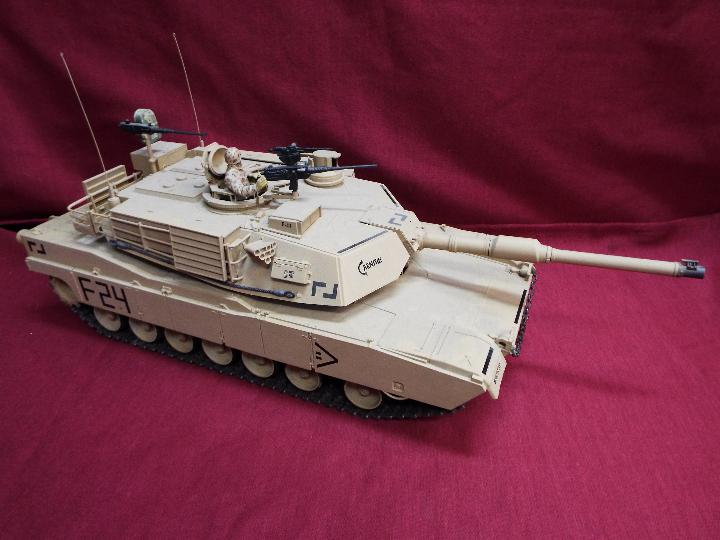 Heng Long - Abrams 1/16 scale M1A2 tank with 2.4 GHz transmitter. - Image 2 of 10