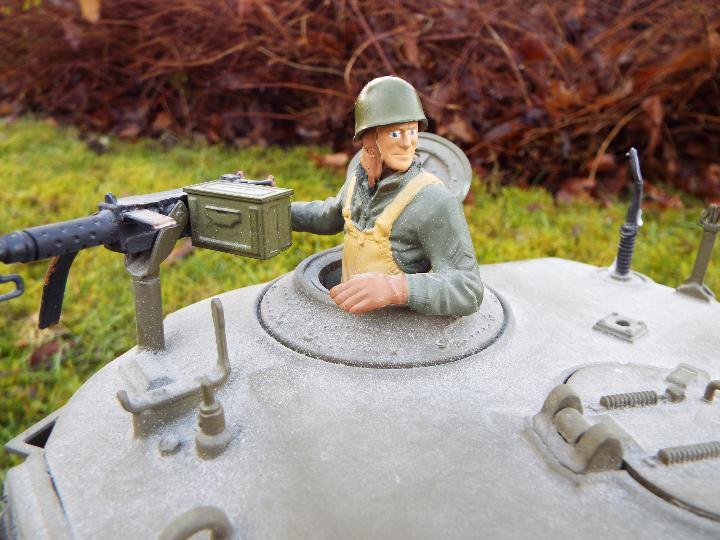Heng Long - M26 Pershing 1:16 scale tank. This model has a forward and reverse drive. - Image 4 of 9