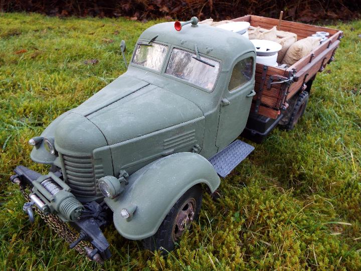 King Kong - RC CA10 1/12 scale tractor truck model was originally based on the American - Image 2 of 9