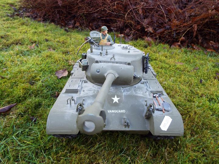 Heng Long - M26 Pershing 1:16 scale tank. This model has a forward and reverse drive. - Image 7 of 9