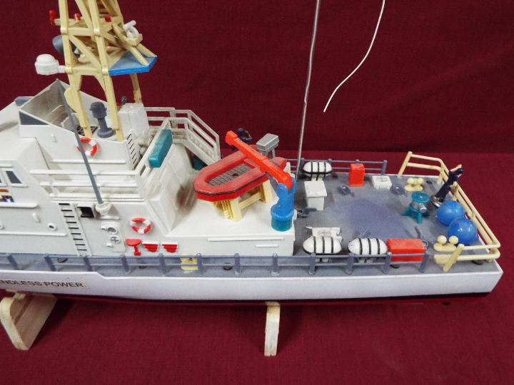 A twin Propeller Remote Control Coast Guard Patrol Boat 'Excellent Endless Power'. - Image 3 of 6
