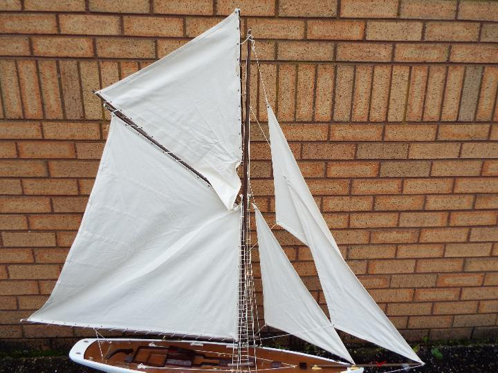Premier Models - A professional built Grand Banks display model yacht by Premier Models. - Image 4 of 7