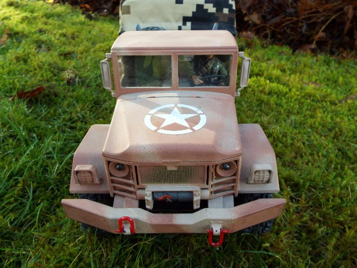 An RC controlled military truck with power bank and flashing lights. - Image 3 of 8
