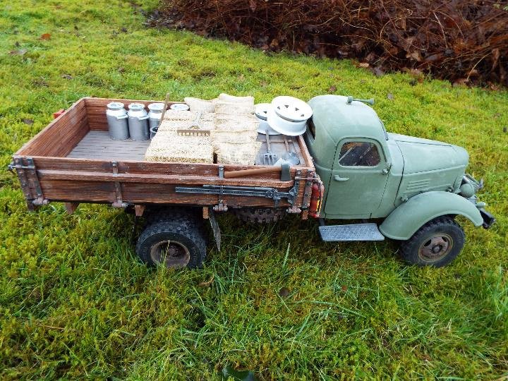 King Kong - RC CA10 1/12 scale tractor truck model was originally based on the American - Image 4 of 9
