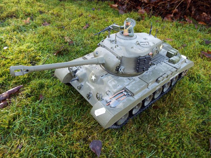 Heng Long - M26 Pershing 1:16 scale tank. This model has a forward and reverse drive. - Image 2 of 9