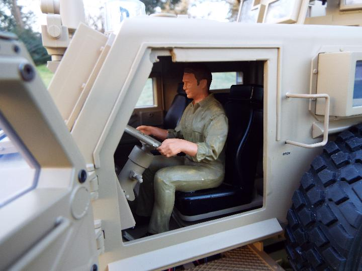 HG -RC MRAP COUGAR U.S. Military Vehicle 6X6 HG P602 1/12 2.4G 6WD 16CH ARTR 2. - Image 8 of 12