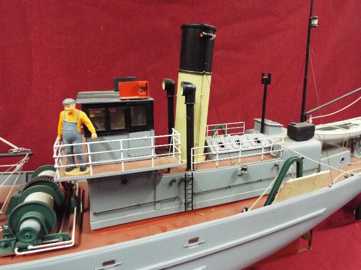 A large WW2 radio controlled fishing trawler 'H84 Dorna'. - Image 3 of 6