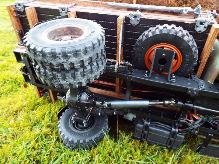 King Kong - RC CA10 1/12 scale tractor truck model was originally based on the American - Image 7 of 9