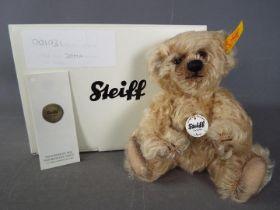 Steiff - A boxed Steiff bear # 001031 'Jona', yellow tag,