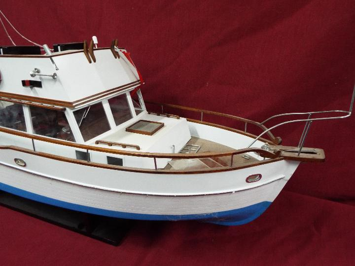 A 'Grand Banks 32' static model yacht. - Image 3 of 6