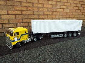 Tamiya - 1/14 R/C globe-liner truck with container trailer and container.Tamiya - .