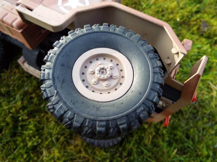An RC controlled military truck with power bank and flashing lights. - Image 8 of 8