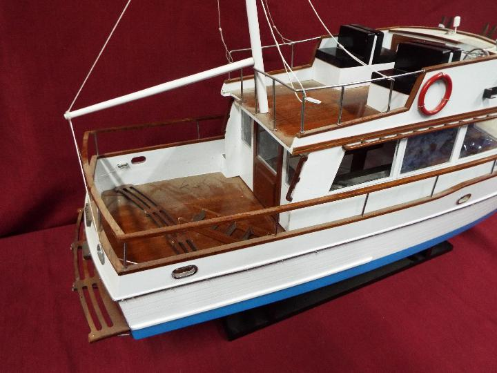 A 'Grand Banks 32' static model yacht. - Image 4 of 6