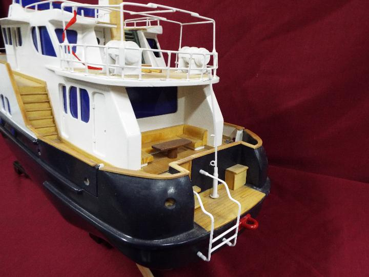 A 'Grand Banks' radio controlled luxury model yacht. - Image 4 of 7