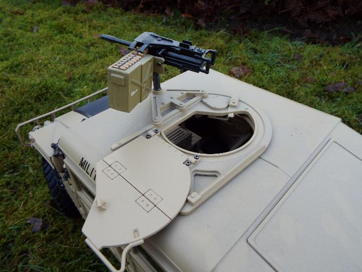 HG - HG P408 Humvee style with light and sound Function 1/10 scale 2.4G 4WD 16CH 30km/h Rc Model U. - Image 8 of 10