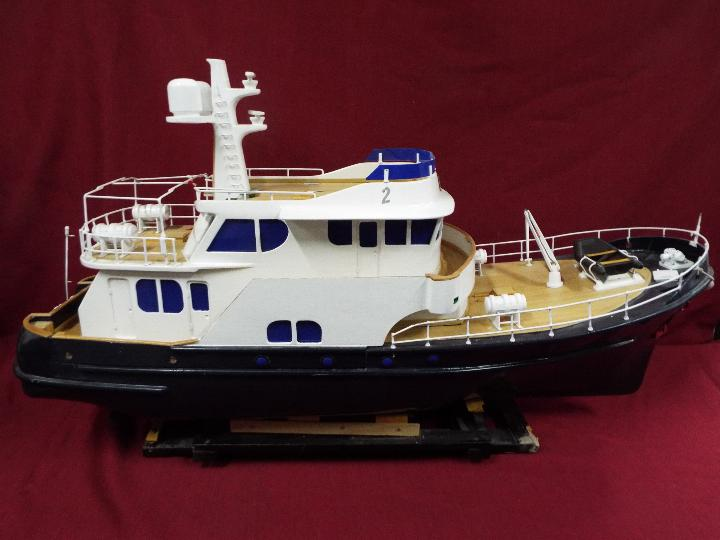 A 'Grand Banks' radio controlled luxury model yacht. - Image 6 of 7