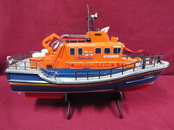 A remote controlled Severn Class Lifeboat. - Image 4 of 5