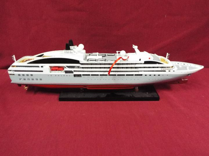 A static display model of a French cruise liner 'Le Soleal' . - Image 4 of 6