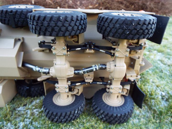 HG -RC MRAP COUGAR U.S. Military Vehicle 6X6 HG P602 1/12 2.4G 6WD 16CH ARTR 2. - Image 11 of 12