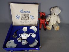 Corona - A boxed Vintage Corona Tea Set in Good condition in a poor box with tearing and storage