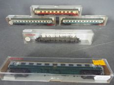 Fleischmann - Five boxed N gauge items of Continental passenger coaches and freight rolling stock
