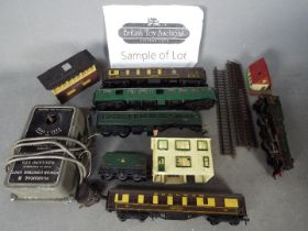 Hornby, Hornby Dublo, Triang, Other - A small collection of vintage unboxed OO gauge rolling stock,