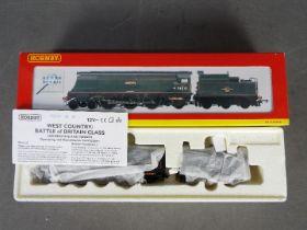 Hornby - an OO gauge 4-6-2 locomotive and tender, West Country class op no 34041 'Wilton',