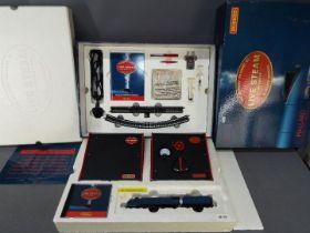 Hornby - an OO gauge LIVE STEAM 4-6-2 locomotive and tender, op no 4468 'Mallard', class A4,