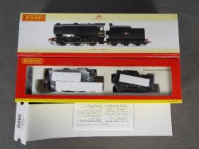 Hornby - an OO gauge 0-6-0 locomotive and tender, class QI op no 33009,
