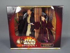 Star Wars - Hasbro - A boxed 2000 Portrait Edition Qui-Gon Jinn & Queen Amidala Defense Of Naboo