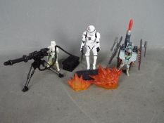Hasbro - Kenner - Star Wars - A group of 3 x loose figures with some accessories including Black