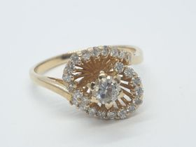 18CT Y/G SPIRAL DIAMOND SET RING, WEIGHT 4.3G WITH 0.25CT CENTRE DIAMOND AND 0.40CT DIAMOND