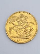 Gold sovereign dated 1880 with young Victoria head in good condition, 8g of 22ct gold