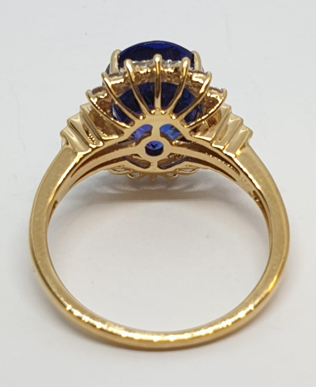 18ct yellow gold ring with 4ct tanzanite centre and further diamonds surrounding and on each - Image 5 of 10